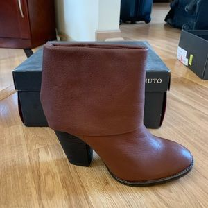 Vince Camuto NEW Whiskey Colored Booties